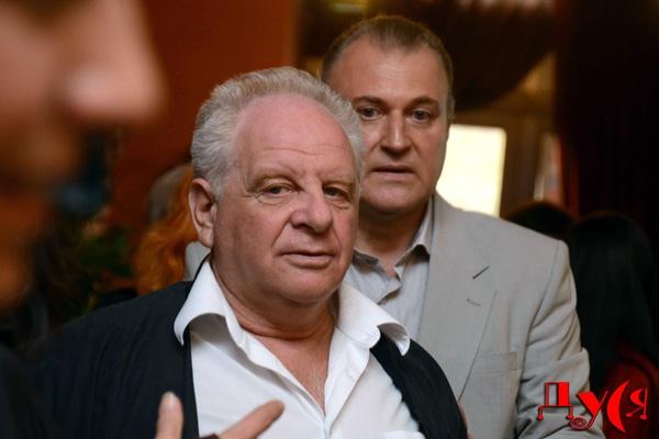 Виктор Кошель (на заднем плане)
